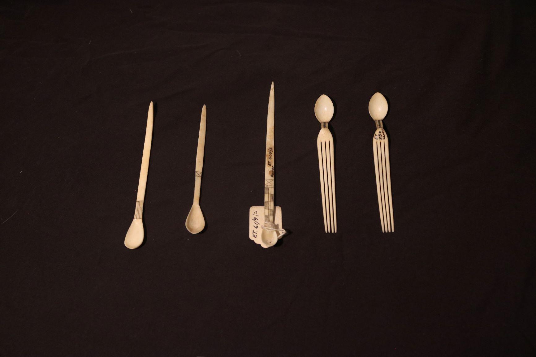 Snuff spoons