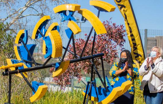 commemorate healthcare worker sculpture